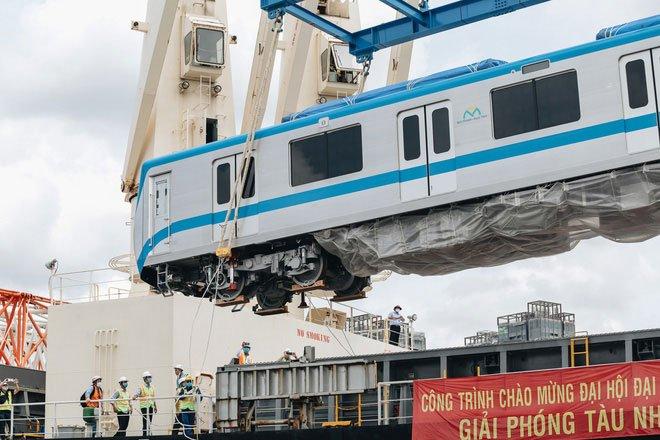 Cận cảnh đoàn tàu Metro Bến Thành - Suối Tiên vừa chính thức có mặt tại Sài Gòn