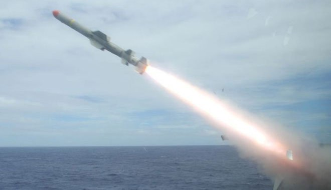 Cận cảnh hành trình tên lửa phóng ra từ bệ phóng, di chuyển và bắn trúng mục tiêu