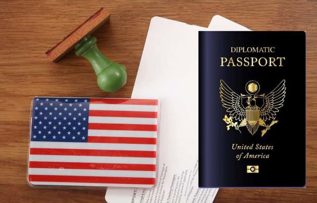 Cận cảnh tấm hộ chiếu nhiều đặc quyền của các Tổng thống Mỹ