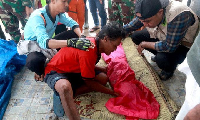 Cảnh hoang tàn ở thị trấn Indonesia bị sóng thần tấn công
