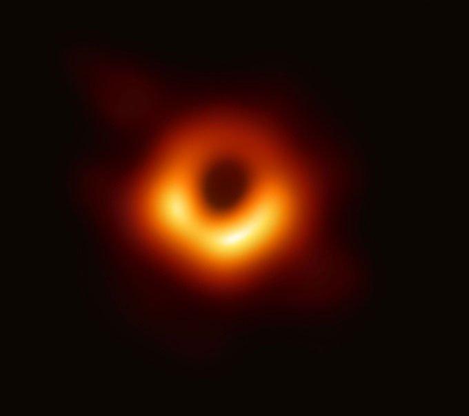 Cập nhật ảnh chụp đầu tiên về hố đen