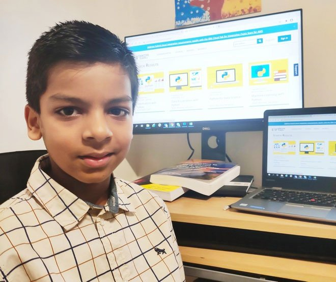 Cậu bé 6 tuổi trở thành lập trình viên AI trẻ nhất thế giới