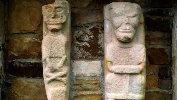 Câu chuyện đằng sau những bức tượng khỏa thân ở Ireland