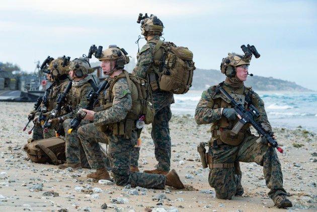"""Chiếc xe máy """"quái vật"""" của Thủy quân lục chiến Mỹ"""