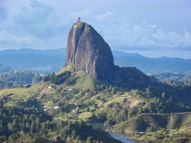 Chiêm ngưỡng tảng đá nguyên khối 10 triệu tấn ở Colombia