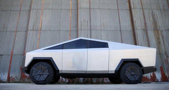 Chờ Cybertruck quá lâu, một fan Tesla người Bosnia tự chế bản sao như thật