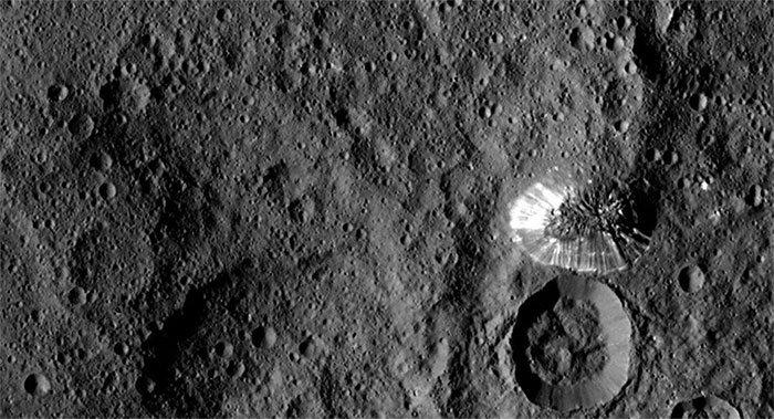 Choáng váng phát hiện mới trên hành tinh lùn Ceres