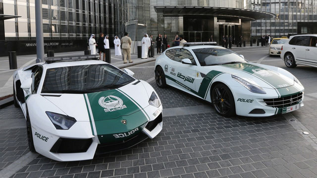Choáng với độ chịu chơi của cảnh sát Dubai: Tuần tra bằng xe bay 3,5 tỷ hóng gió cho mát