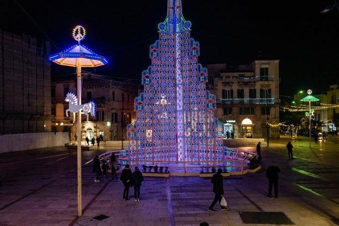 Chùm ảnh những cây thông Noel rực rỡ khắp thế giới