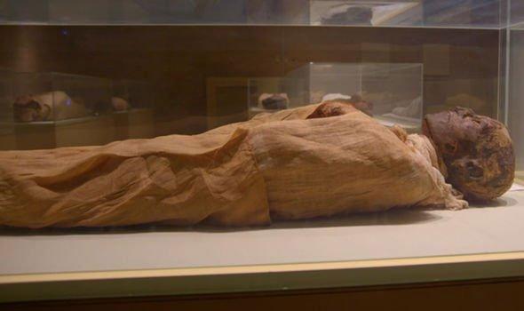 Chụp cắt lớp xác ướp pharaoh Ai Cập 3.000 tuổi, phát hiện bí mật choáng váng
