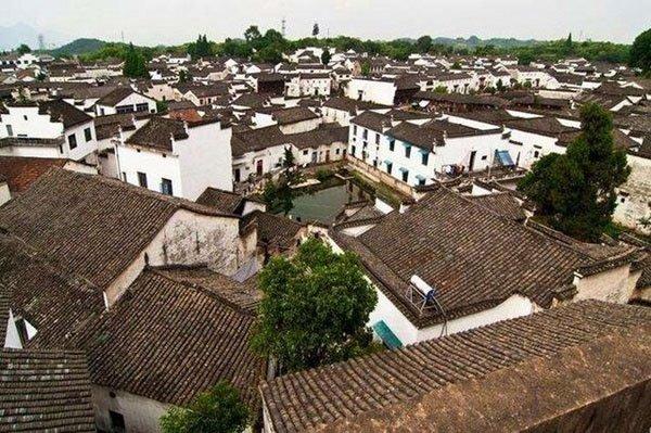 Chuyện kỳ lạ ở ngôi làng hơn 600 năm không ai dám vào