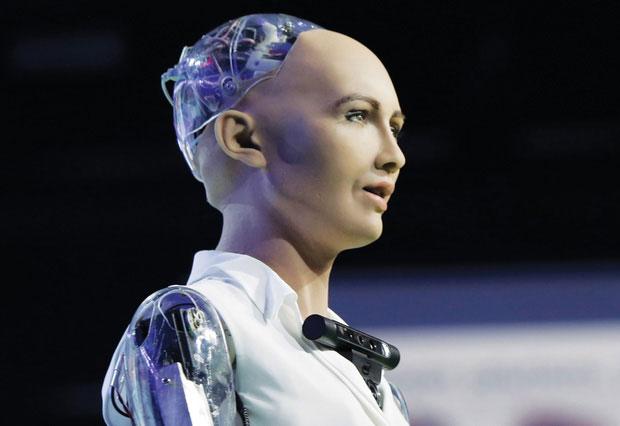 """Cô nàng siêu robot Sophia từng tuyên bố """"huỷ diệt loài người"""" 4 năm trước bây giờ ra sao?"""