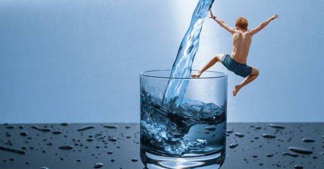 Cơ thể sẽ phản ứng thế nào khi bạn uống quá nhiều nước?