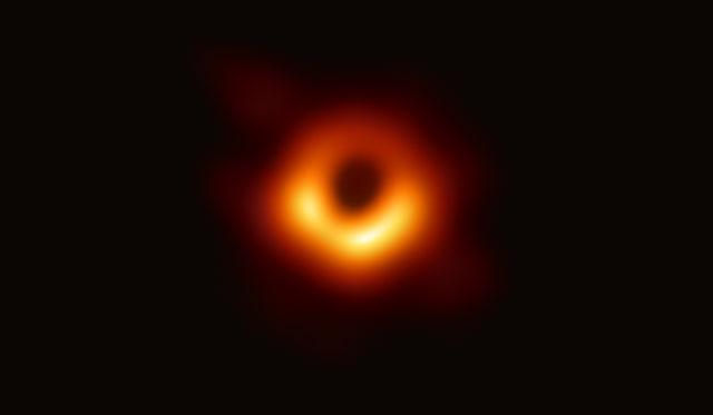 Công bố bức ảnh gần nhất của lỗ đen