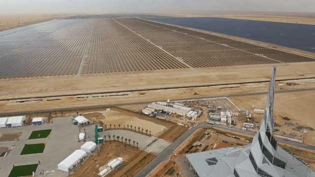 Công viên năng lượng Mặt Trời khổng lồ giữa sa mạc Dubai có thể xô đổ mọi thứ kỷ lục