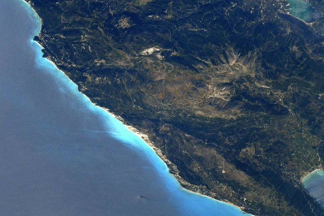 Cứ lên Trạm Vũ trụ Quốc tế là sẽ chụp được ảnh Trái đất đẹp lung linh? Thực tế không dễ như bạn nghĩ đâu