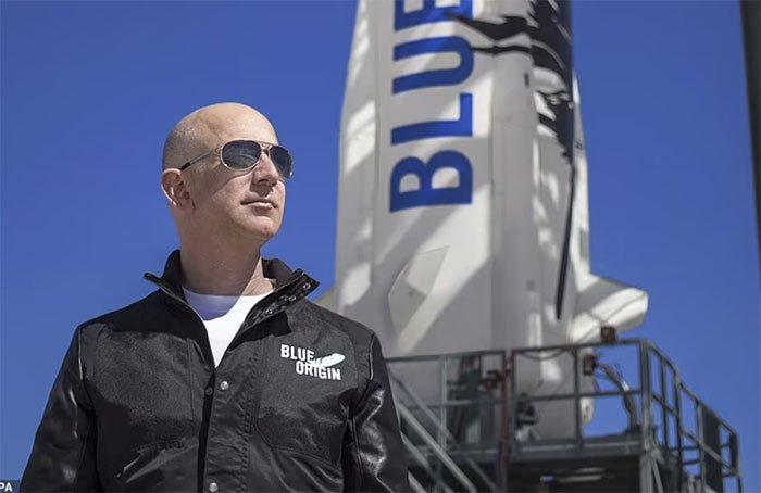 Cuộc đua của các tỷ phú: Jeff Bezos dẫn trước, sẽ bay vào vũ trụ trong tháng 7 tới