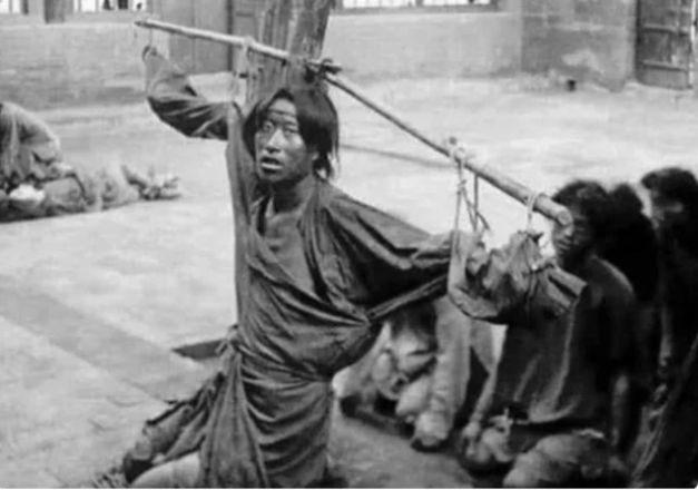 Cuộc sống cuối thời nhà Thanh: Dân đút tiền để được... chết nhanh hơn