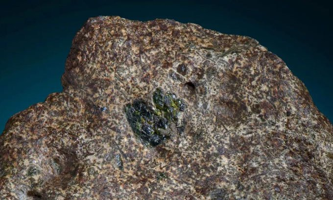 Đá magma vũ trụ cổ xưa nhất từng rơi xuống Trái đất