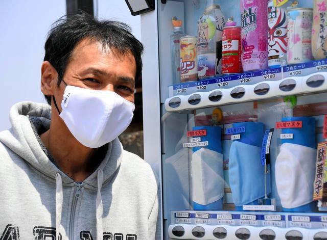 Dân Nhật đổ xô đi mua khẩu trang tủ đông để tránh nóng