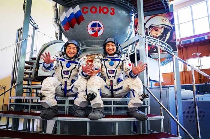 Đang mặn nồng với Elon Musk, tỷ phú Nhật gây sốc khi đột ngột bỏ SpaceX nhảy sang tàu Roscosmos của Nga!