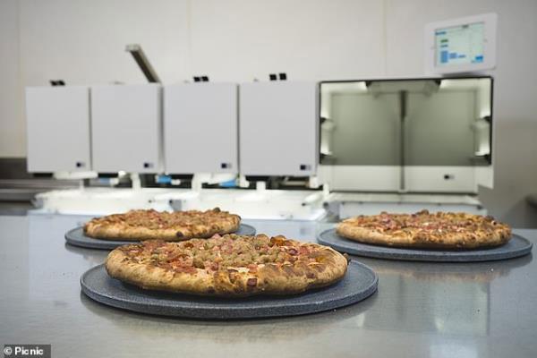 Đánh bại đầu bếp, robot có thể làm 300 chiếc pizza mỗi giờ