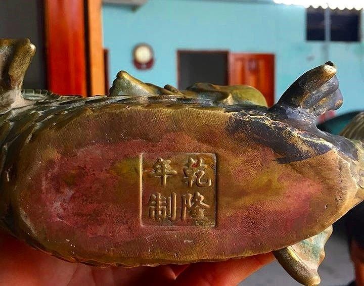 Đào ao bất ngờ phát hiện kho báu gần núi Tàu