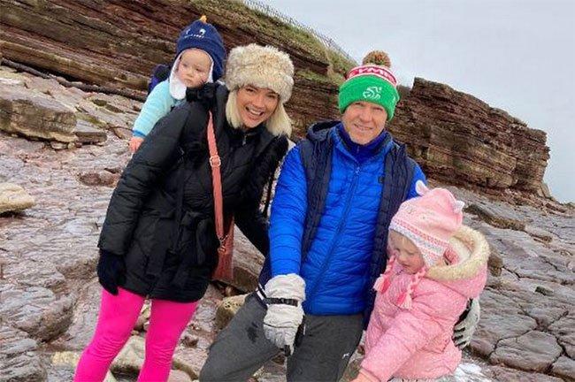 Dạo biển, bé gái 4 tuổi phát hiện báu vật 220 triệu năm
