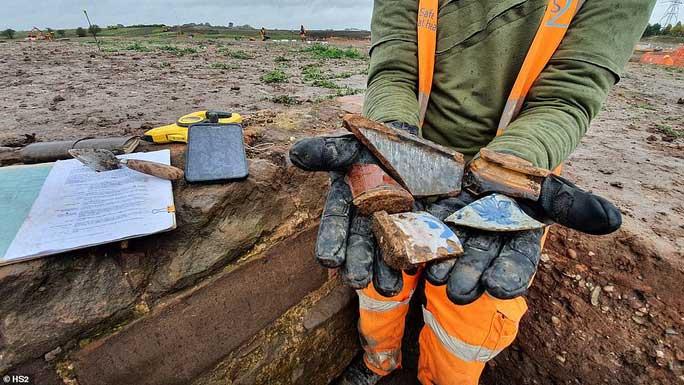 Đào đường ray, lọt vào trang viên kho báu biến mất 4 thế kỷ