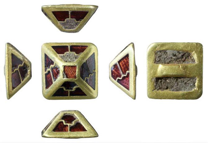 Đi chơi ngoại khóa, nhặt được báu vật 1.400 tuổi từ đảo Đá Quý