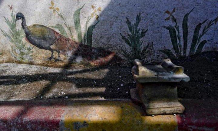Điện thờ La Mã nguyên vẹn như mới dưới tro núi lửa 2.000 năm