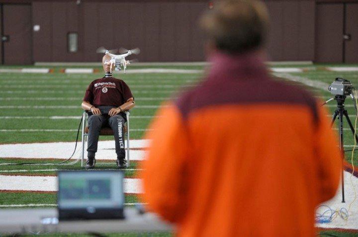Điều gì sẽ xảy ra khi drone lao vào đầu chúng ta?