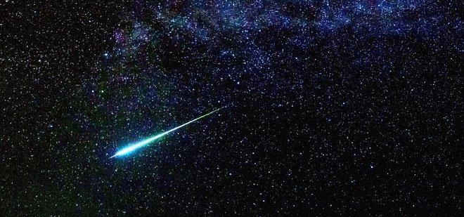 Điều gì sẽ xảy ra với Trái đất nếu sao chổi Halley lao thẳng vào Mặt trăng?
