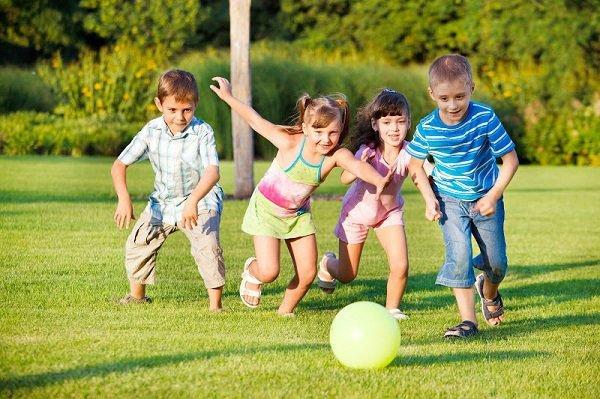 Điều kiện ngoại cảnh tác động đến khả năng kiểm soát hành vi của trẻ như thế nào?