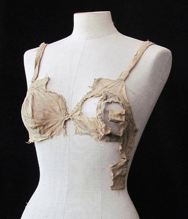 Đồ lót dây nhỏ đã có từ 500 năm trước và điều này có thể viết lại một phần lịch sử ngành thời trang