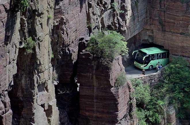 Độc đáo ngôi làng trên cao, nơi người dân tự tay đào 1,2km đường hầm xuyên núi để xuống dưới xuôi
