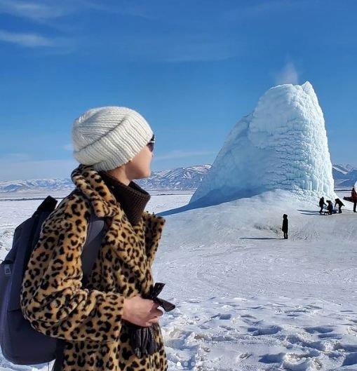 """Độc lạ ngọn núi lửa """"phun ra băng"""" ở Kazakhstan"""