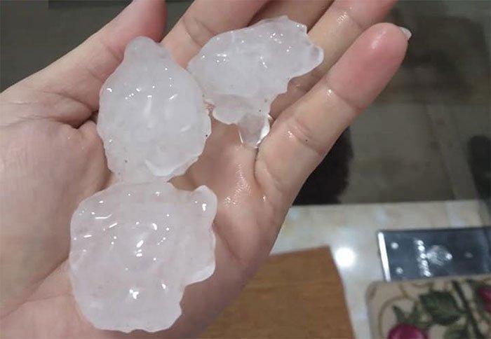 Dông lốc, mưa đá gây thiệt hại nặng nề ở các tỉnh phía Bắc