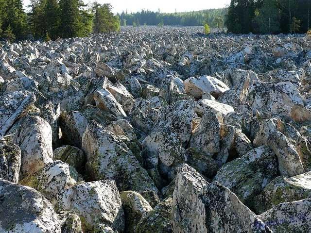 Dòng sông kỳ lạ không có nước suốt nghìn năm