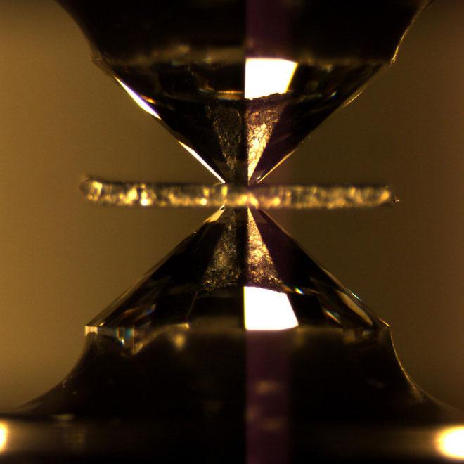 Đột phá mới: Lần đầu tiên khoa học đạt được siêu dẫn ở nhiệt độ phòng