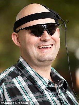 Đột phá phương pháp chiếu phim giúp người mù 26 năm sáng mắt