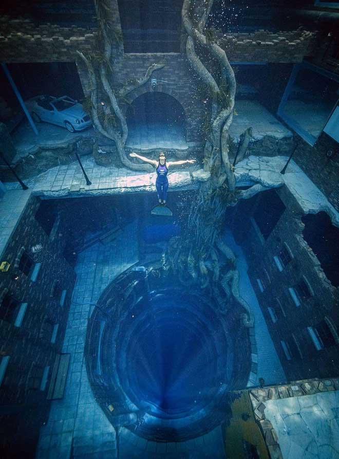 Dubai xây dựng hồ bơi sâu nhất thế giới và tái hiện lại lục địa Atlantis đã mất