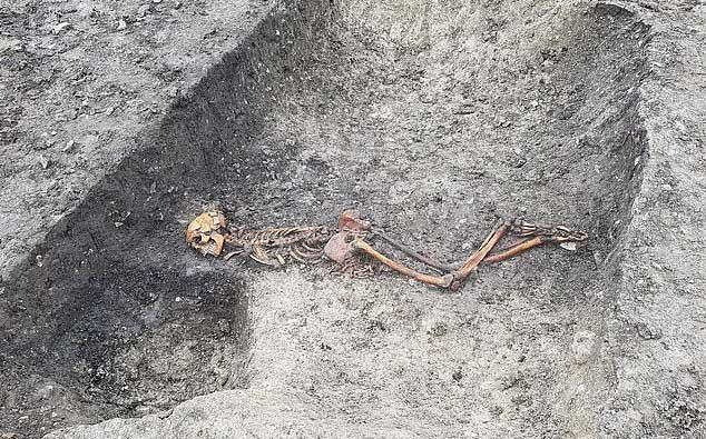 Đường tàu cao tốc lao thẳng vào mộ cổ kinh hoàng 2.000 năm tuổi