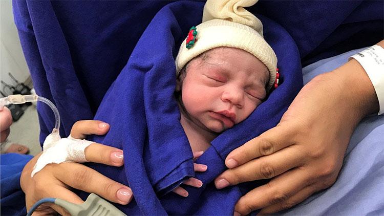 Em bé đầu tiên sinh ra từ tử cung hiến của người chết