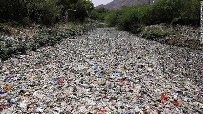 Gạch từ rác thải nhựa có thể kết nối không cần vữa
