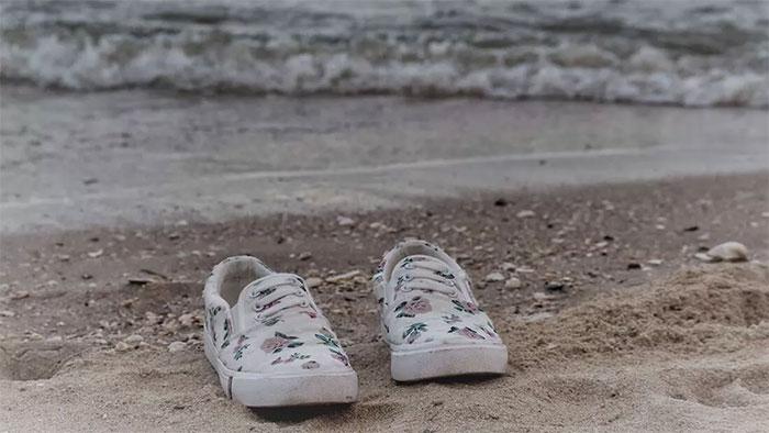 Giải mã bí ẩn hàng loạt chân người trôi vào bờ biển Mỹ, Canada
