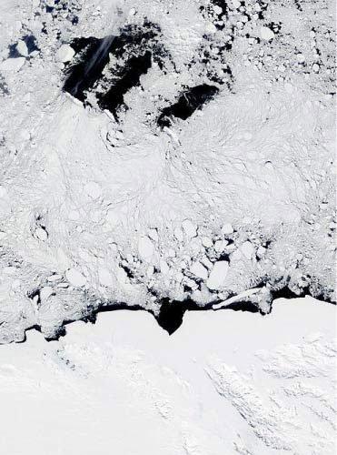 Giải mã bí ẩn những hố băng lạ liên tục xuất hiện tại Nam Cực trong nhiều thập kỷ qua