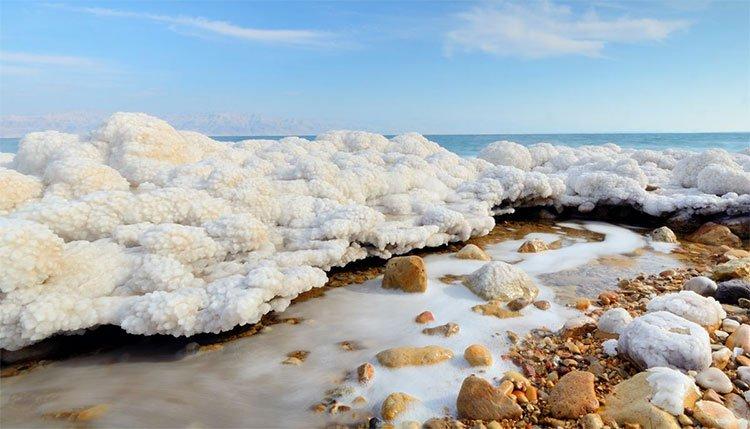 Giải mã tuyết ấm bí ẩn của biển Chết