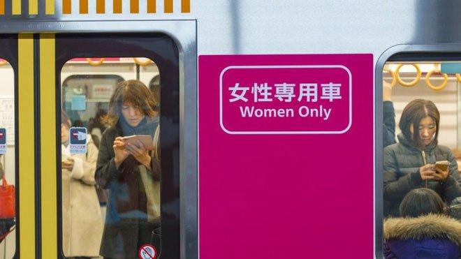 Giới thiệu thiết bị chống sàm sỡ, quấy rối tình dục của Nhật Bản