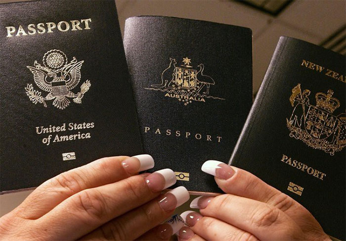Góc khuất đằng sau những cuốn hộ chiếu đầy quyền lực